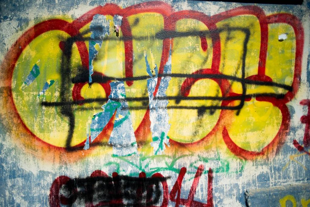 Yellow graffito - Sony A7r & Leica Elmarit-R 19:: f/2.8